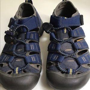 Keens 13 Navy Gray Water Sandals
